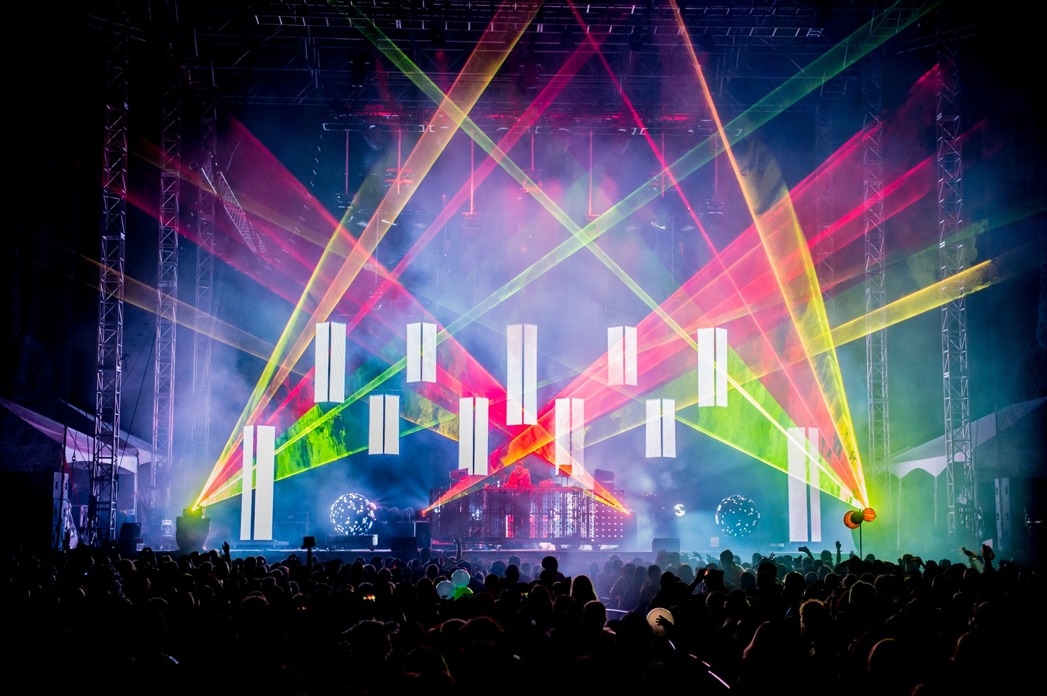 Pretty Lights Officially Announces NYE 2017 Shows U0026 Releases Rainbows U0026  Waterfalls [WATCH]!